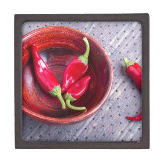 Trägt heißer roter Pfeffer der Paprikas Früchte Schachtel