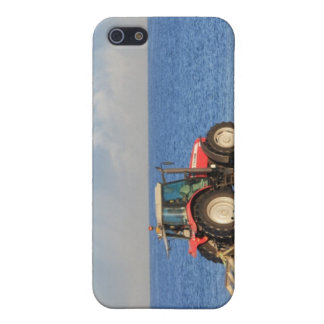 Traktor, der den Strand säubert iPhone 5 Case