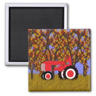 Traktor durch Herbst-Bäume 2 Quadratischer Magnet