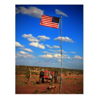 Traktor mit Flagge Postkarte