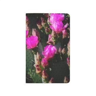 Träumen des Blühens in der Magenta Taschennotizbuch