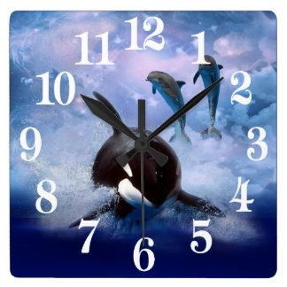 Träumerischer Wal und Delphine Quadratische Wanduhr