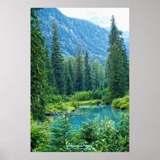 Traumsee Alaska, USA u. bewaldetes GebirgsFoto Poster