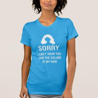 TRAURIG. ICH KANN SIE ÜBER DEM VOLUMEN MEINES T-Shirt