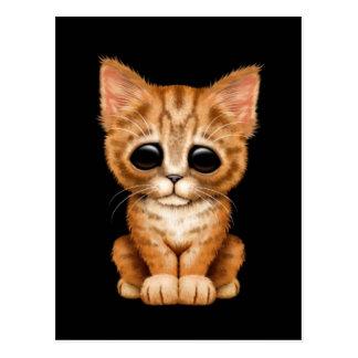 Traurige niedliche orange Tabby-Kätzchen-Katze auf Postkarte