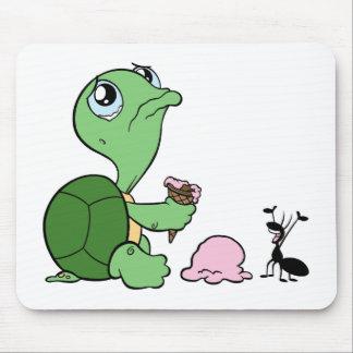 Traurige Schildkröte-glückliche Ameise Mauspads