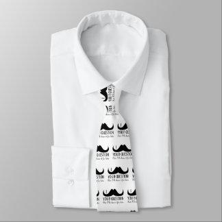 Trendy und cooler i-Schnurrbart Sie eine Frage Krawatte