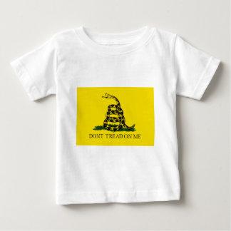 TRETEN Sie NICHT AUF MIR, die Gadsden-Flagge Baby T-shirt