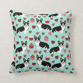 Tri Corgi-Valentinsgrußhundeentwurf - Minze Kissen