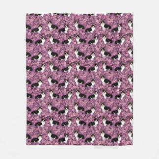 Tri farbige Corgi-Kirschblüten - lila Fleecedecke