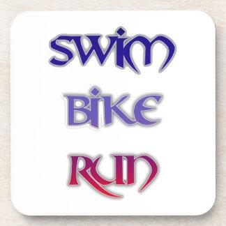 Triathlon-Schwimmen-Fahrrad-Lauf Getränkeuntersetzer