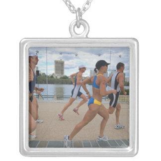 Triathloners, das 4 laufen lässt versilberte kette