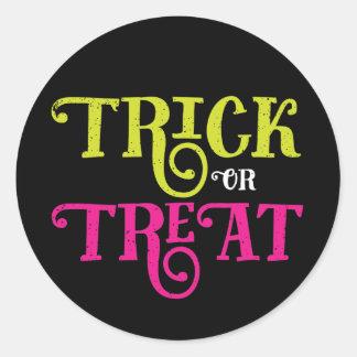 Trick-oder Leckerei-Vintage Halloween-Aufkleber Runder Aufkleber