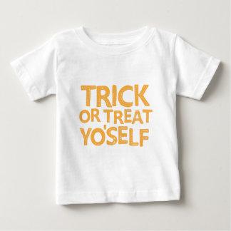 Trick oder Leckerei yo'self Baby T-shirt