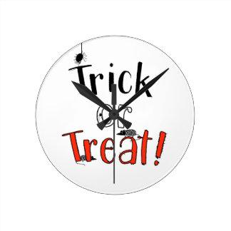 Trick or Treat! Runde Wanduhr
