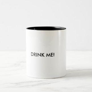 Trinken Sie mich Tasse! Zweifarbige Tasse