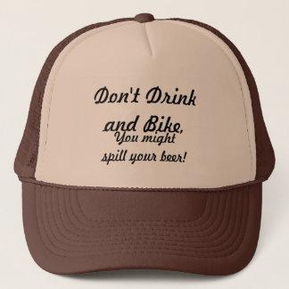 Trinken Sie nicht und fahren Sie rad Truckerkappe