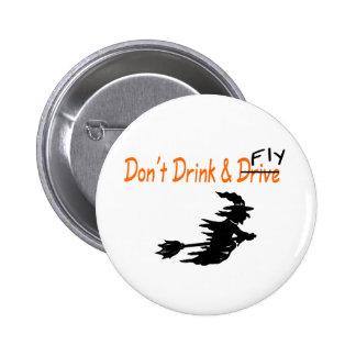 Trinken Sie nicht und fliegen Sie Hexe Anstecknadelbutton