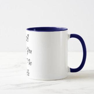 Trinken Sie Sie unter der Tabellen-Kaffee-Tasse Tasse