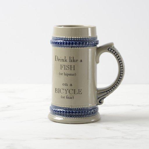 Trinken Sie wie ein Fisch (oder Hipster) auf einem Kaffeetassen