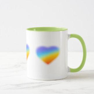 trinkende Tasse des Regenbogenherzens