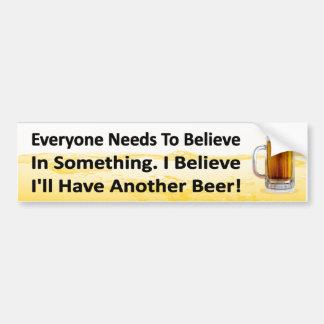 Trinkender Aufkleber des lustigen Bieres. Haben Autoaufkleber