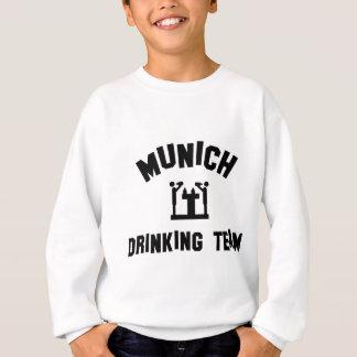 Trinkendes Team Münchens Sweatshirt