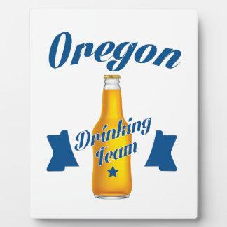 Trinkendes Team Oregons Fotoplatte
