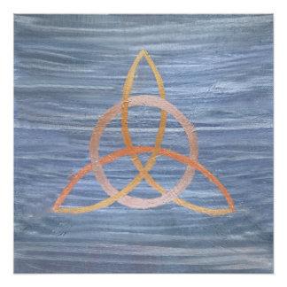 Triquetra   blaues Goldkeltischer Dreiheits-Knoten Poster