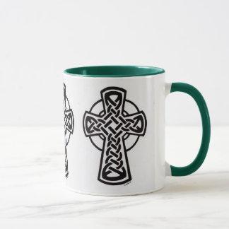 Triumvirate Knüpfarbeit des keltischen Kreuzes Tasse
