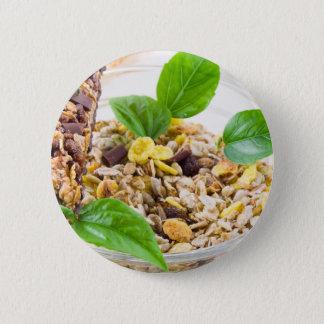 Trockene Mischung von muesli und von Getreide in Runder Button 5,1 Cm