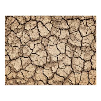 Trockener gebrochener Boden während der Dürre Postkarte