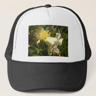 Trompete-Rebe-Blume mit einer Wespe Truckerkappe