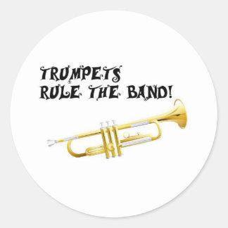 Trompeten ordnen das Band an! Runder Aufkleber