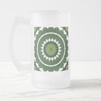 Tropische grüne Mandala Mattglas Bierglas