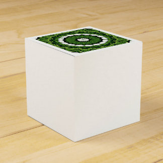 Tropische grüne und weiße Flora-Mandala Geschenkschachtel
