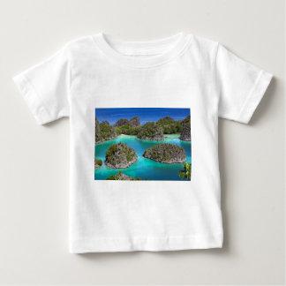 Tropische Inseln Paradieses Rajas Ampat, Westpapua Baby T-shirt