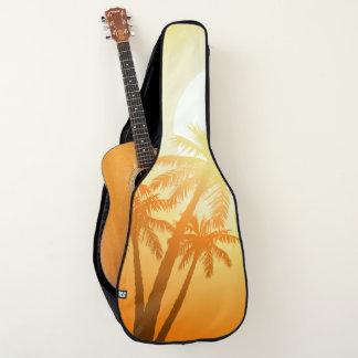 Tropische Palmen am Sonnenuntergang Gitarrentasche