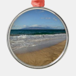 Tropischer Strand in Maui Hawaii in Maui Hawaii Rundes Silberfarbenes Ornament