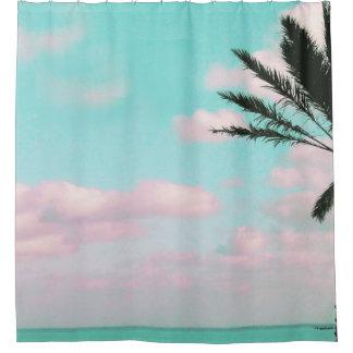 Tropischer Strand, Meerblick, rosa Wolken, Palme Duschvorhang