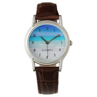 Tropischer Strand mit einem Türkis-Meer Uhr