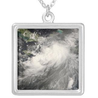 Tropischer Sturm Gustav im karibischen Meer Versilberte Kette