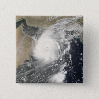 Tropischer Wirbelsturm Gonu im Arabischen Meer Quadratischer Button 5,1 Cm