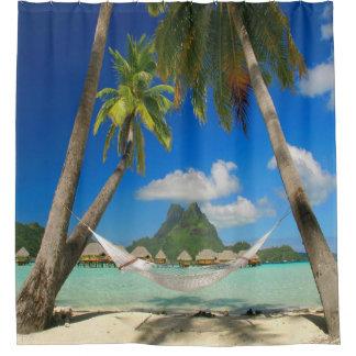 Tropisches Paradies mit Hängematten-Duschvorhang Duschvorhang