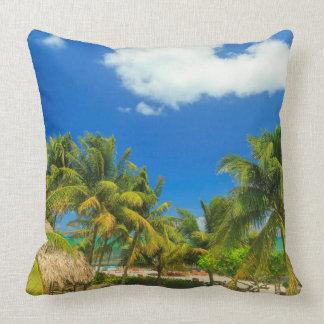 Tropisches Strandurlaubsort, Belize Kissen