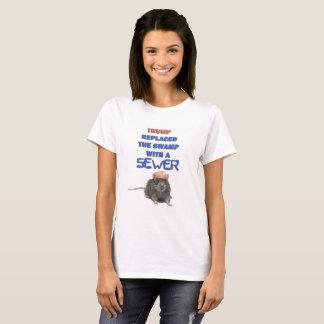 Trumpf ersetzte den Sumpf durch einen T-Shirt