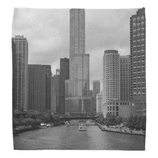 Trumpf-Turm-Chicago River Grayscale Kopftuch