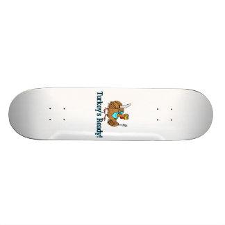 Truthähne bereiten Erntedank vor Skateboarddecks