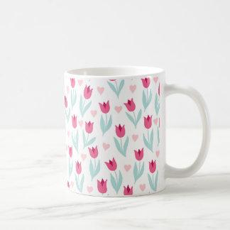 Tulpe-Blumen-Herzen des Valentines Tagesrosarote Kaffeetasse