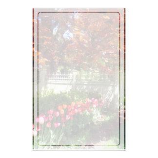 Tulpen durch Dappled Zaun Briefpapier